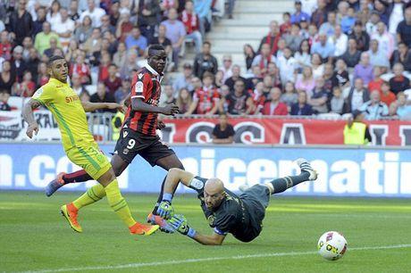 Balotelli lai sang, Nice giu chac ngoi dau Ligue 1 - Anh 3