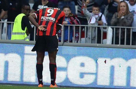 Balotelli lai sang, Nice giu chac ngoi dau Ligue 1 - Anh 4