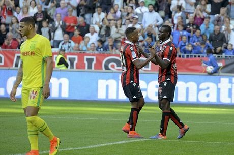 Balotelli lai sang, Nice giu chac ngoi dau Ligue 1 - Anh 8