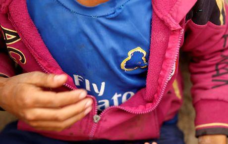 Diem tin hau truong 31/10: CDV M.U xai chieu cu nham 'da dao' Mourinho; CR7 bi fan Alaves khoe mong che gieu - Anh 4