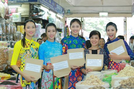 HH Do My Linh dien ao dai nhay flashmob o Ho Guom - Anh 12