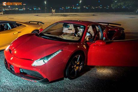 Dan choi Da Nang chi tien ty do sieu xe Ferrari 488 GTB - Anh 2