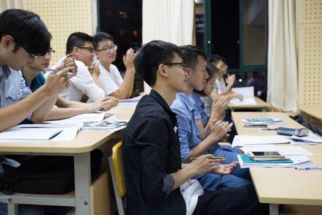 Lop hoc tai chinh chung khoan mien phi cho sinh vien Ha Noi - Anh 1