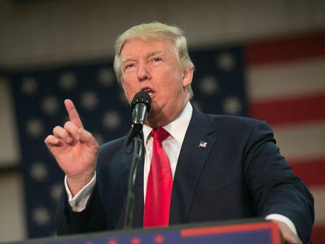 Donald Trump vo duoc 'phao cuu sinh' o phut chot - Anh 1