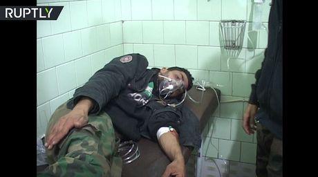 Phe ly khai bi cao buoc tan cong Hoc vien Quan su Assad bang 'dan chua khi doc' - Anh 1