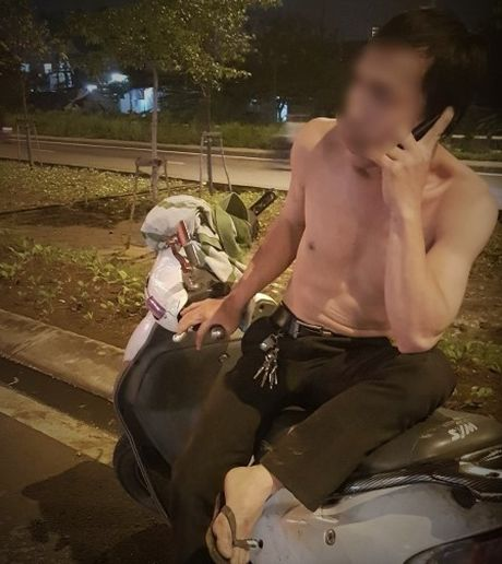 Di bay roi dung ao dinh phan tan cong nguoi thi hanh cong vu - Anh 1