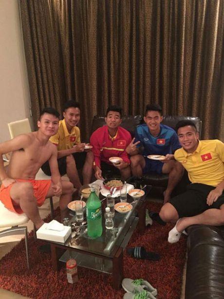 """""""Nhoi long"""" truoc bua com cua U19 Viet Nam - Anh 1"""