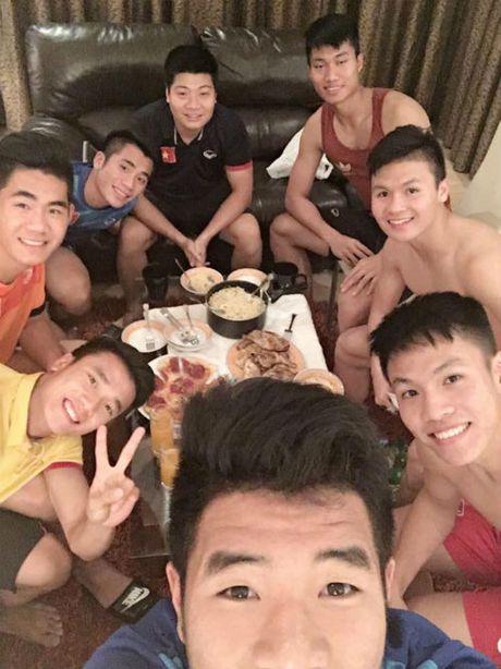 """""""Nhoi long"""" truoc bua com cua U19 Viet Nam - Anh 6"""