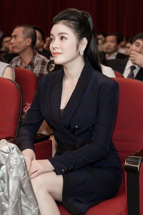Chi dien trang phuc don sac, Ly Nha Ky van dep noi bat giua cac doanh nhan - Anh 1