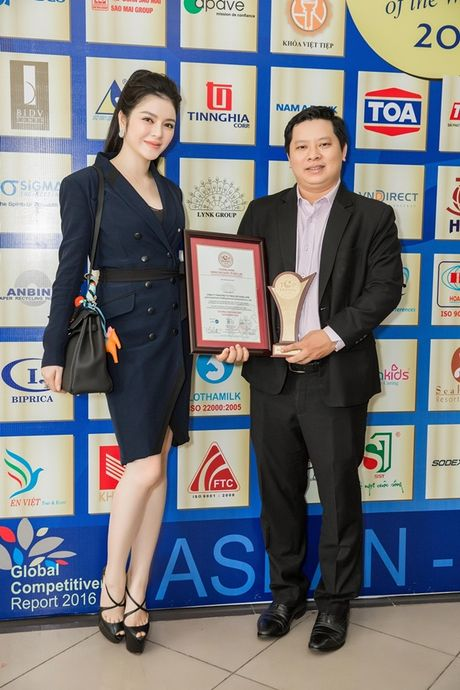 Chi dien trang phuc don sac, Ly Nha Ky van dep noi bat giua cac doanh nhan - Anh 6