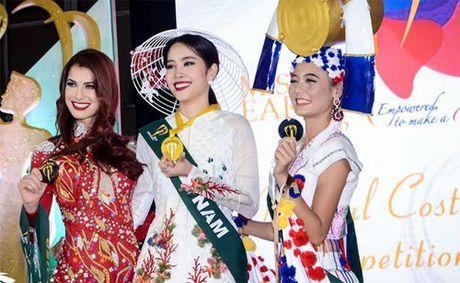Nam Em va nhung bo bikini 'dot mat' nguoi xem khi tham du Miss Earth 2016 - Anh 1