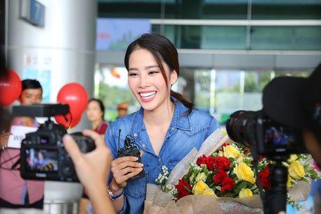 Nam Em vat va dua 11 vali hanh ly ve Viet Nam sau Miss Earth 2016 - Anh 10