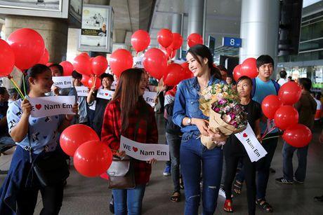 Nam Em vat va dua 11 vali hanh ly ve Viet Nam sau Miss Earth 2016 - Anh 11