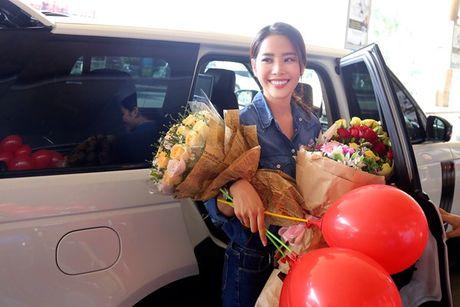 Nam Em vat va dua 11 vali hanh ly ve Viet Nam sau Miss Earth 2016 - Anh 12