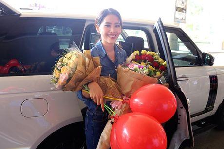Nam Em vat va dua 11 vali hanh ly ve Viet Nam sau Miss Earth 2016 - Anh 13
