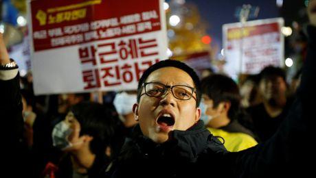 Han Quoc: 'Quan su' cua Tong thong Park Geun Hye dau thu - Anh 1