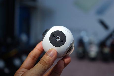 Tren tay Samsung camera Gear 360 gia 7 trieu dong - Anh 5