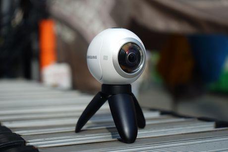 Tren tay Samsung camera Gear 360 gia 7 trieu dong - Anh 9