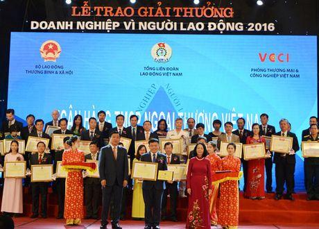Vietcombank tiep tuc nhan giai 'Doanh nghiep vi Nguoi lao dong' - Anh 1