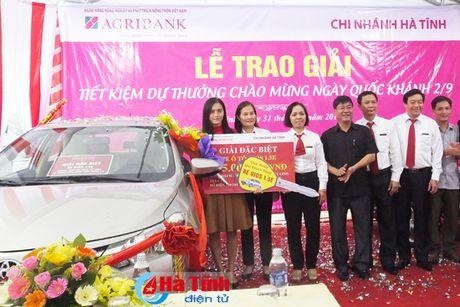 Agribank trao xe o to cho khach hang trung giai dac biet - Anh 1