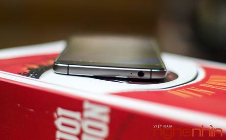 Tren tay Blackberry DTEK60: thiet ke khong moi nhung bong bay hon - Anh 5
