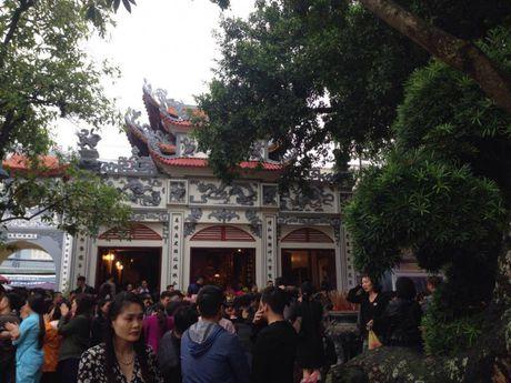 Nguoi Ha Noi tap nap di le Phu Tay Ho ngay dau thang - Anh 1