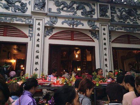 Nguoi Ha Noi tap nap di le Phu Tay Ho ngay dau thang - Anh 2