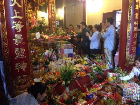 Nguoi Ha Noi tap nap di le Phu Tay Ho ngay dau thang - Anh 4