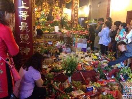 Nguoi Ha Noi tap nap di le Phu Tay Ho ngay dau thang - Anh 5