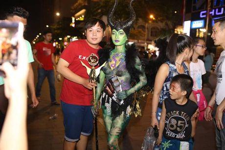 Su that ve dan chan dai gay nao loan TP.HCM dem Halloween toi qua - Anh 4