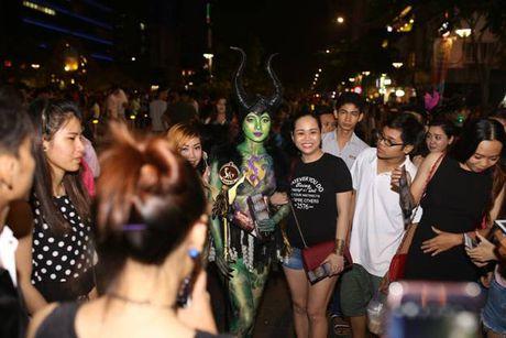 Su that ve dan chan dai gay nao loan TP.HCM dem Halloween toi qua - Anh 6