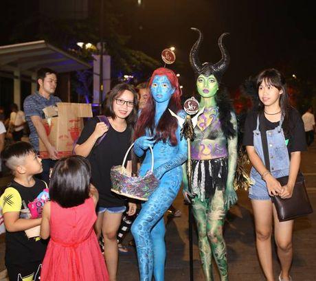 Su that ve dan chan dai gay nao loan TP.HCM dem Halloween toi qua - Anh 9