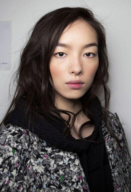 5 kieu make up hop mot cho co nang vung ve - Anh 3