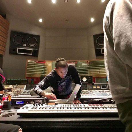 G-Dragon va T.O.P (Big Bang) hop tac voi ong hoang hip-hop My Pharrell Williams - Anh 7