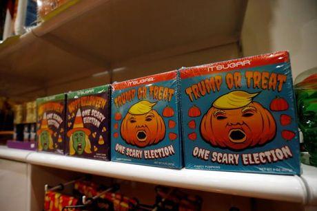 Ngai Trump phu song Halloween - Anh 1
