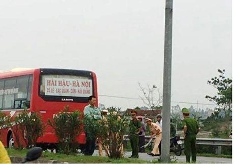 Ha Nam: Va cham voi xe khach, 2 hoc sinh tu vong tai cho - Anh 1
