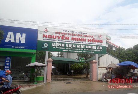 Kham, chua benh BHYT: 'Treo dau de, ban thit cho' - Anh 1