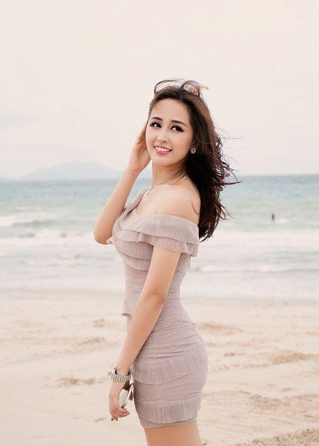 Hoa hau Mai Phuong Thuy khoe duong cong quyen ru truoc bien - Anh 4