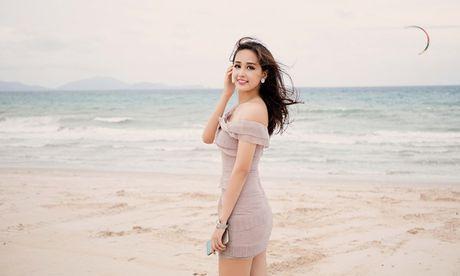 Hoa hau Mai Phuong Thuy khoe duong cong quyen ru truoc bien - Anh 7