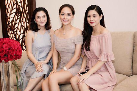 Hoa hau Mai Phuong Thuy khoe duong cong quyen ru truoc bien - Anh 8