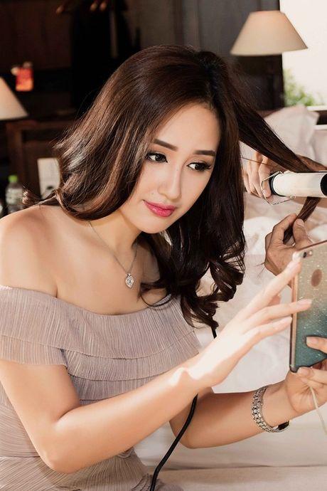Hoa hau Mai Phuong Thuy khoe duong cong quyen ru truoc bien - Anh 9