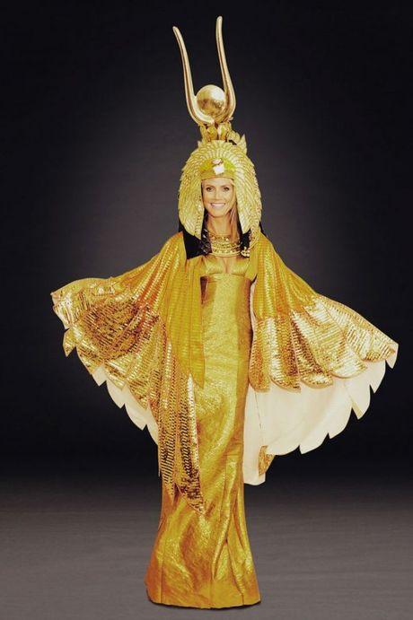 Qua tung ay nam, Heidi Klum van khong lam khan gia that vong voi nhung man hoa trang nay! - Anh 15