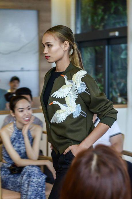 Dan 'chien binh' The Face trinh dien bomber jacket da sac mau cua 20 NTK - Anh 10