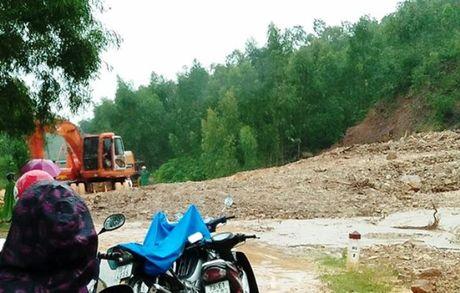 Quang Binh: Nhieu noi lai bi chia cat do mua lon - Anh 2