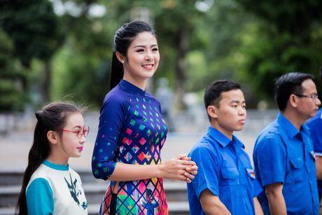 Dan hoa hau, a hau mac ao dai nhay flashmob tai Ho Guom - Anh 7