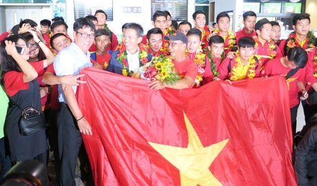 TP.HCM: Nong nhiet don doi tuyen U19 ve nuoc - Anh 13