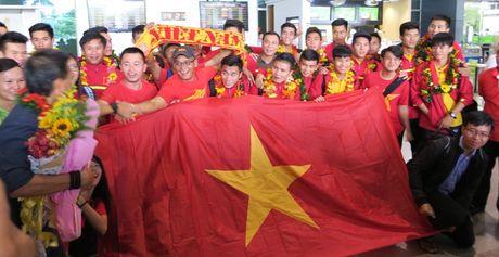 TP.HCM: Nong nhiet don doi tuyen U19 ve nuoc - Anh 1