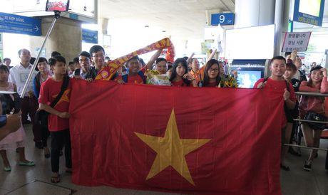 TP.HCM: Nong nhiet don doi tuyen U19 ve nuoc - Anh 2