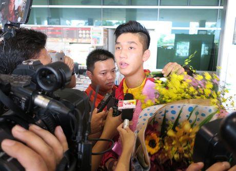 TP.HCM: Nong nhiet don doi tuyen U19 ve nuoc - Anh 6