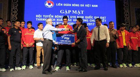 'Mua' tien thuong cho doi tuyen U19 Viet Nam - Anh 2